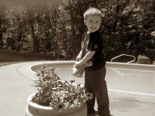 My garden helper - teaching kids about gardening- thehypertufagardener.com