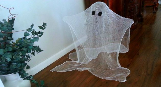 Halloween decorating idea- cute and easy ghosts - The Hypertufa Gardener